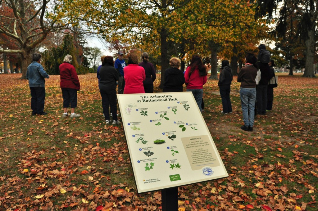 group of people standing next to arboretum sign at Buttonwood Park